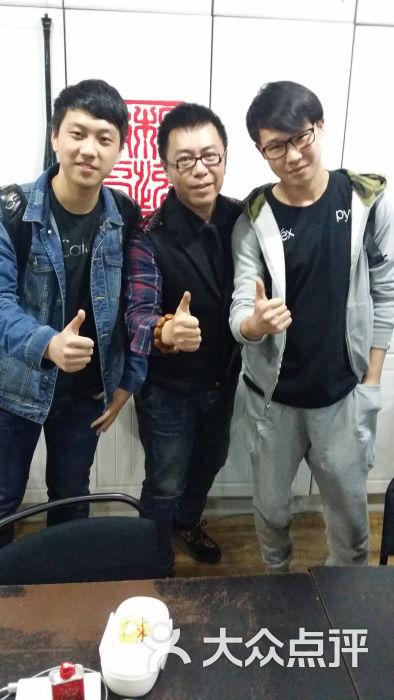 今年考上中戏的三名高中[其中2]班服韩风同学图片