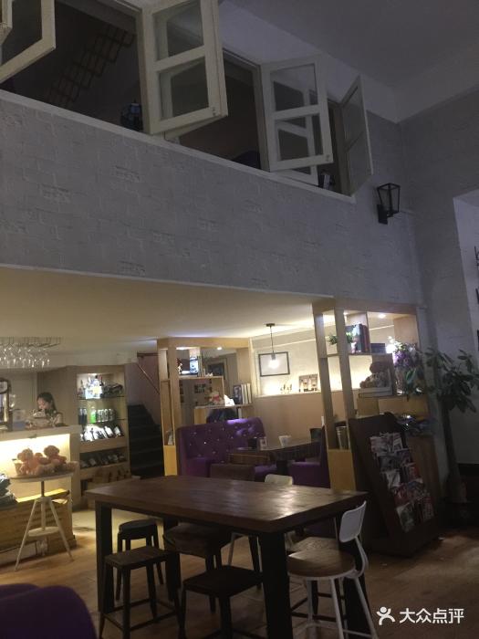这家港式周边以餐厅环境为主,广场一般干净.传统餐厅美食图片