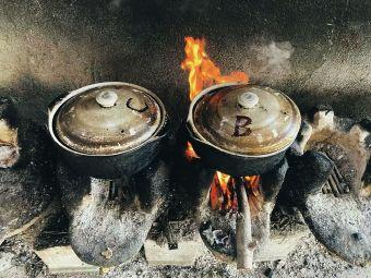 茶馆砂锅木柴炖鸡