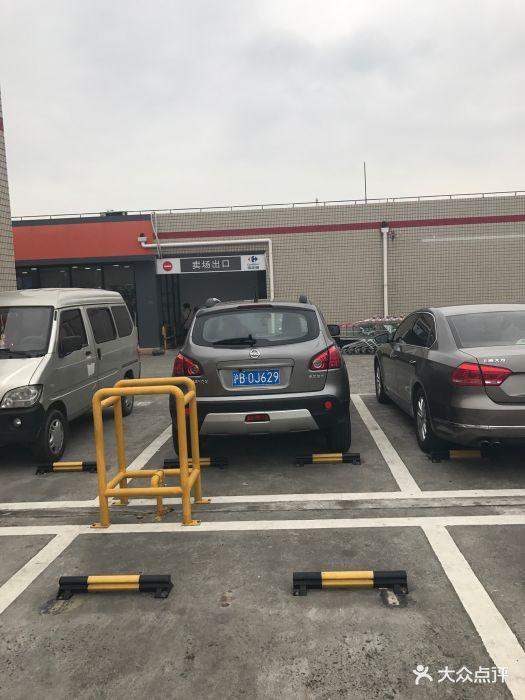 家乐福宝山店停车场图片 - 第32张