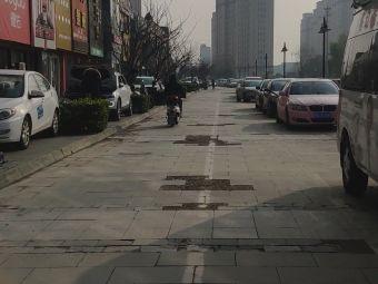 万达中心名宅停车场
