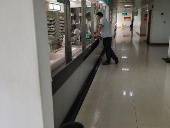 江岸区百步亭花园社区卫生服务中心停车场