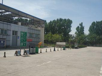 延津服务区停车场