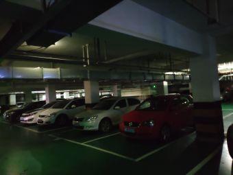 得尔乐南塘大酒店停车场