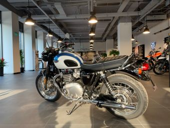 英倫凱旋摩托車上海展示廳