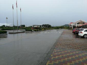 平山服务区-停车场