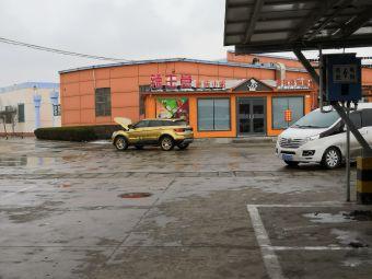 沂南服务区停车场