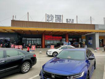 沙溪服务区停车场