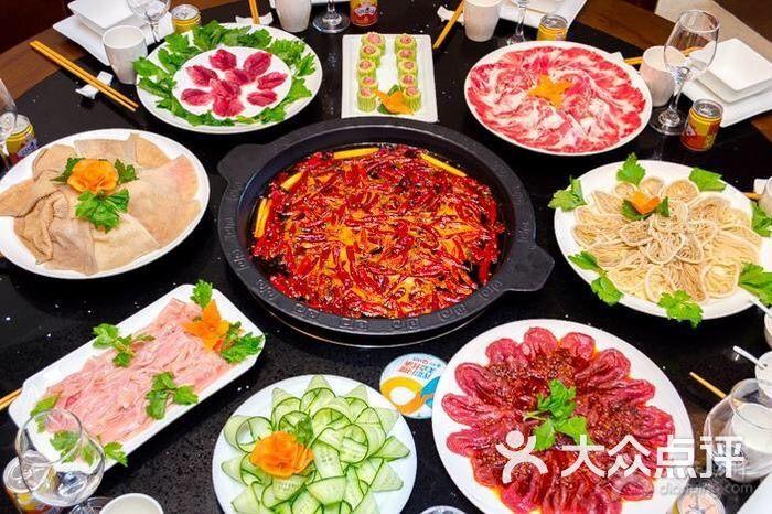 这家火锅店还不借,味道很好,菜品也新鲜