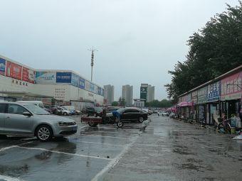 平和裝飾燈具城停車場