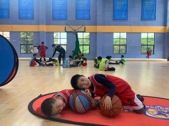 贵阳篮战星球儿童篮球体适能
