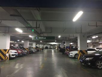 华润万家老浒山店停车场
