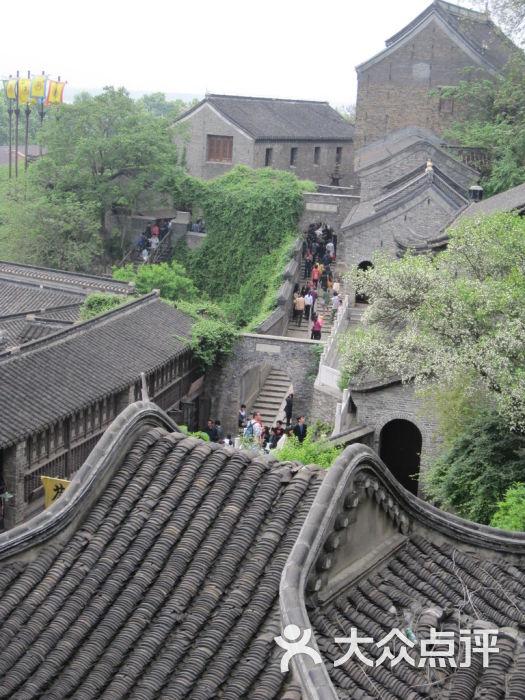 街 在小山头上俯视图片 镇江景点