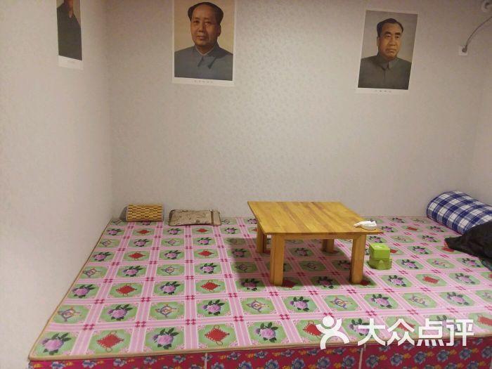 背景墙 房间 家居 设计 卧室 卧室装修 现代 装修 700_525