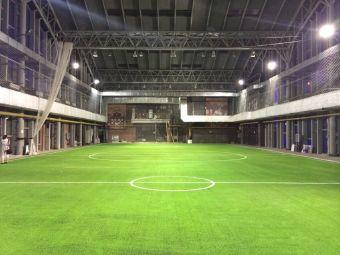 中庭室内灯光足球场