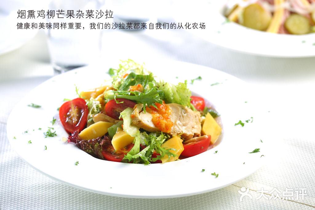 烟熏鸡柳芒果杂菜沙拉