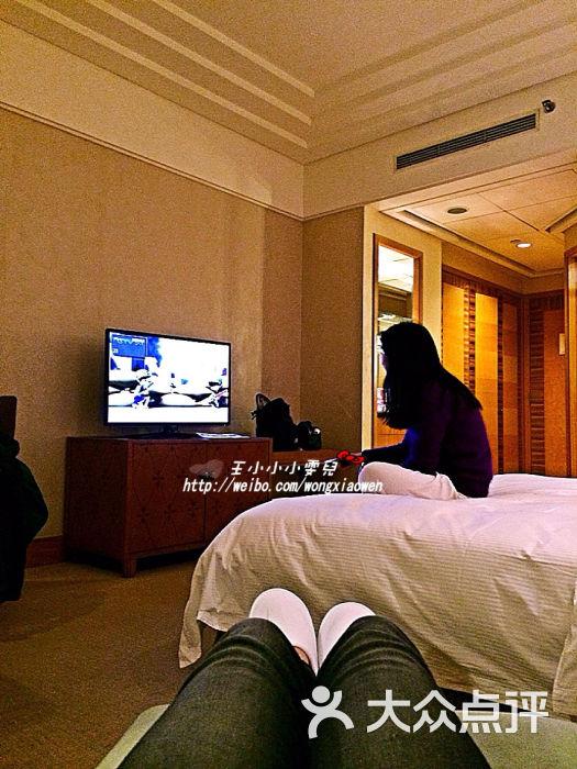 重庆希尔顿酒店电视机图片 - 第1张