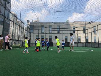 淺水灣足球場