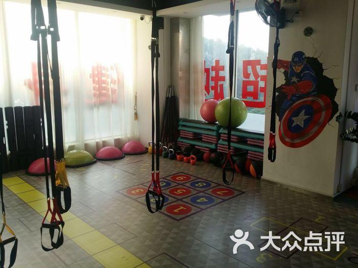 超越健身工作室:健身房干净吗,怎么办卡的?包