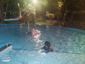 莱佛士酒店游泳池