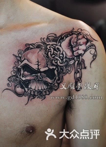 骷髅铁链纹身