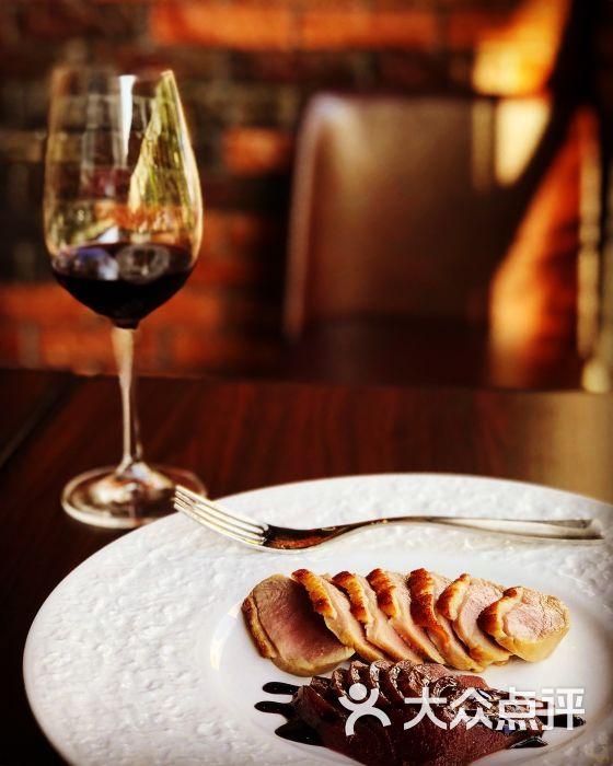 喜气欧式餐馆鸭胸肉佐红酒腌梨图片 - 第9张