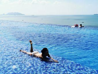 三亚康年酒店游泳池