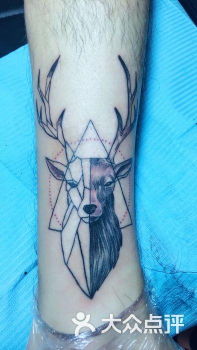穿西装纹身的动物头像