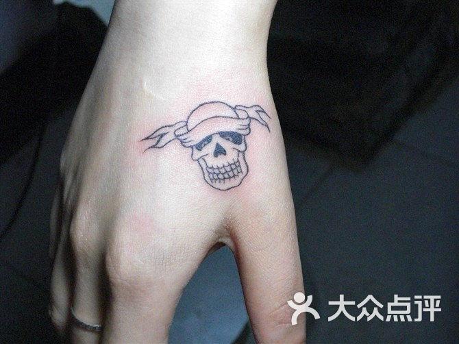 光谷店手上纹身图案 图片 1 次 分享到: 我的回应 ^_^ :-p @_@ t_t图片