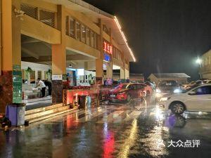 新安服务区-停车场