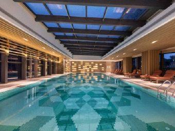韶关摩尔城假日酒店健身中心游泳池