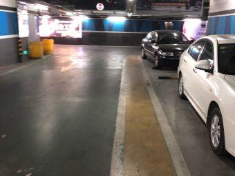 苏宁广场-停车场