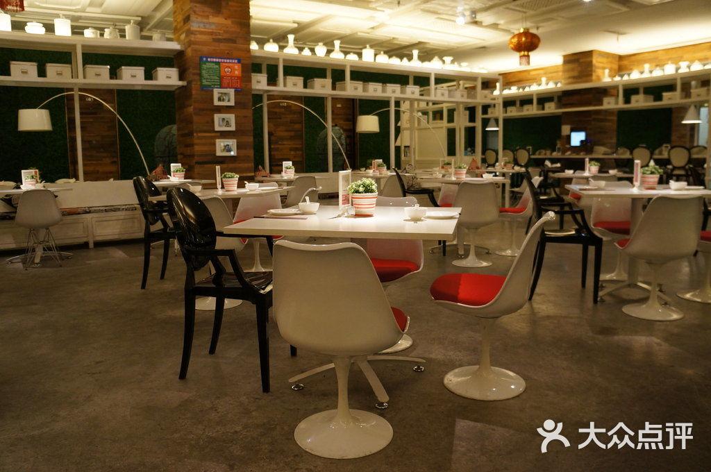 玖玫饭香时尚餐厅桌子~图片 - 第1张
