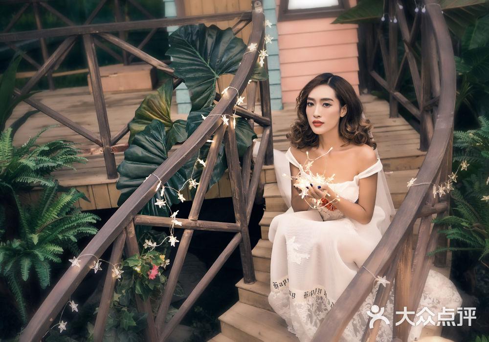 美颜摄婚纱摄影