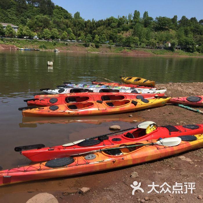 千岛湖湖人皮划艇俱乐部万江鸣足球图片
