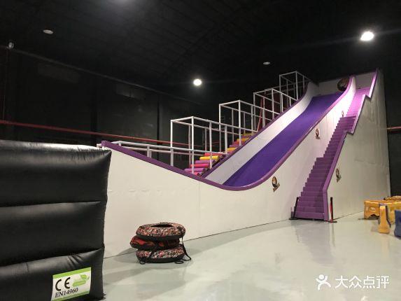 动霸CHUA蹦床派对团建乐园的图片