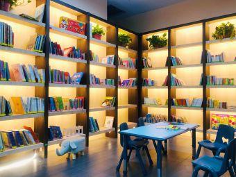 毛毛虫童书馆