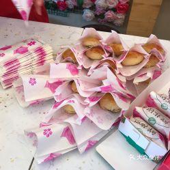 花语鲜花饼 洋人街店 的鲜花饼好不好吃 用户评价口味怎么样 大理市美食鲜花饼实拍图片 大众点评