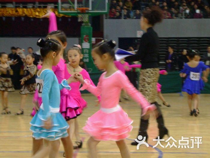 儿童舞蹈裙子报纸手工制作