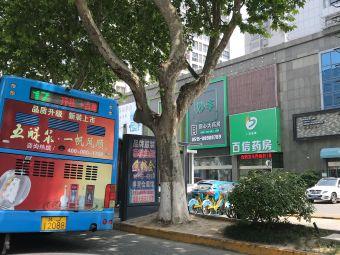 永辉超市停车场