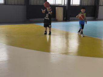 章鱼体育青少年篮球培训