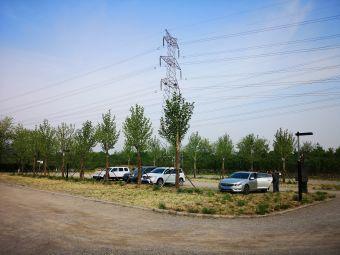 翠湖国家城市湿地公园停车场