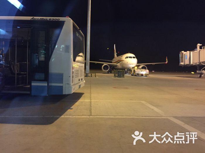 贡嘎县其他 甲竹林镇 交通 飞机场 拉萨贡嘎机场停车场 所有点评