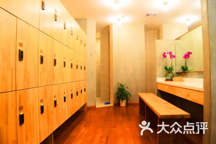 瑜伽更衣室