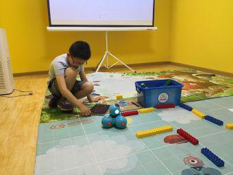 奇幻机器人教育(融信智慧广场校区)