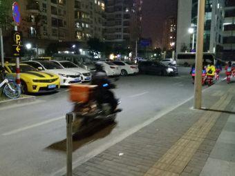 龙翔湖公园停车场
