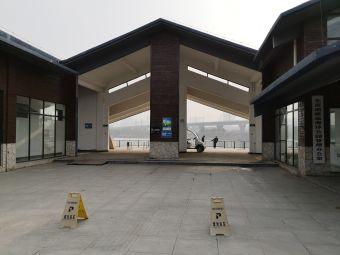 东西湖极地海洋公园停车场