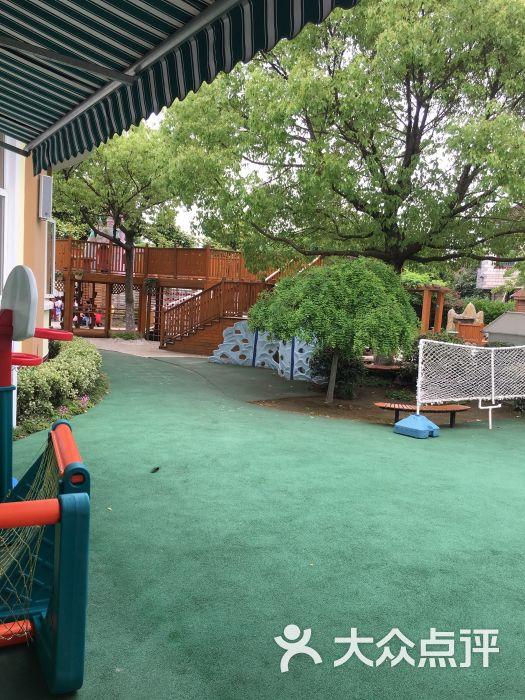松江区洞泾镇中心幼儿园停车场-图片-上海爱车-大众