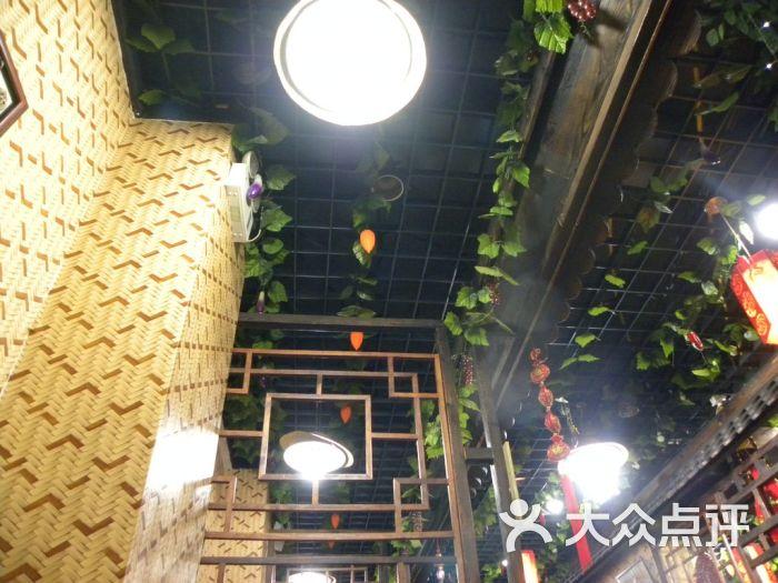 象牙山生产队农家饭庄 经过改良的生产队风格装饰图片高清图片