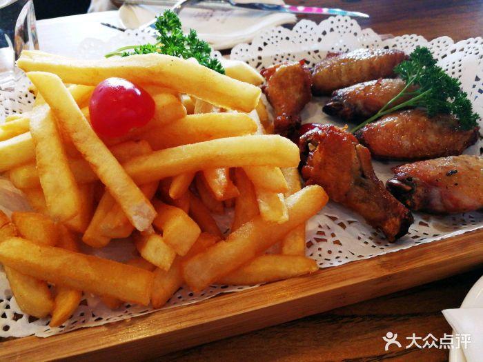 鸡翅薯条图片